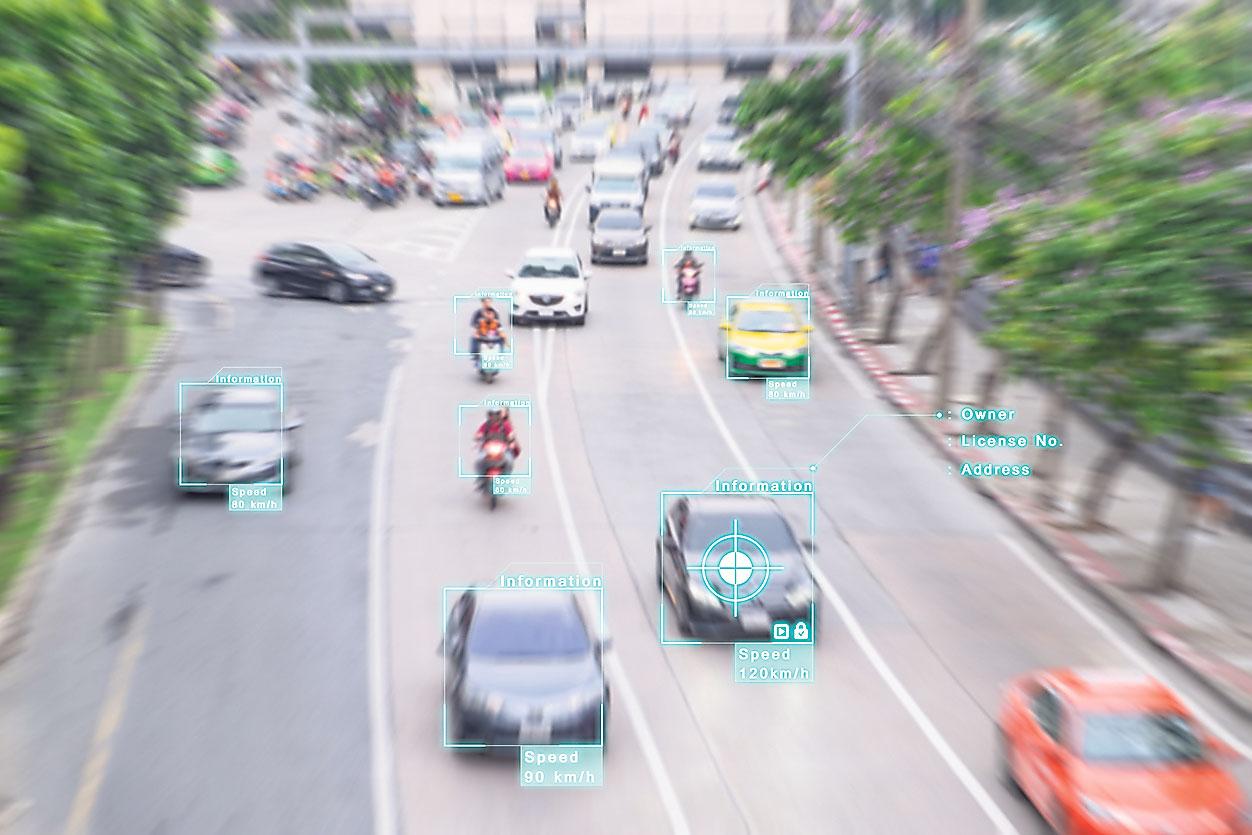 Fahrzeuge auf der Straße werden von Sensoren erkannt. Thema: Verkehrsplanung