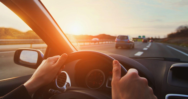 Autofahrer im Fahrzeug
