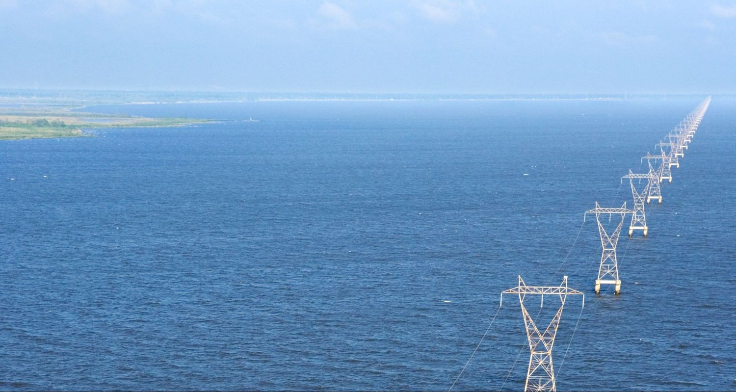 Strommasten im Meer; Thema: Smart Grid